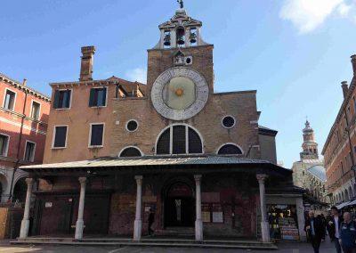 CASA TRECENTO Chiesa S. Giacometo, round the corner