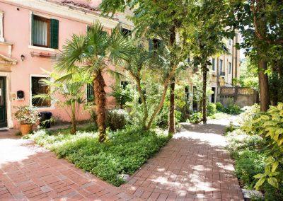 GIARDINO SEGRETO APARTMENT, the garden downstairs