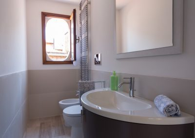 GIARDINO SEGRETO APARTMENT, the bathroom