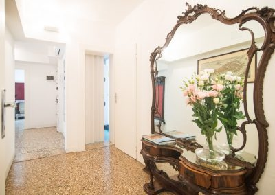 CA' LINA APARTMENT, the corridor to the bathroom and the laundry area